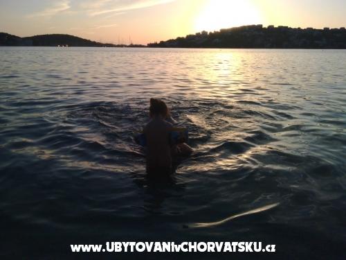 Ku�a na pla�i - Rogoznica Hrvatska