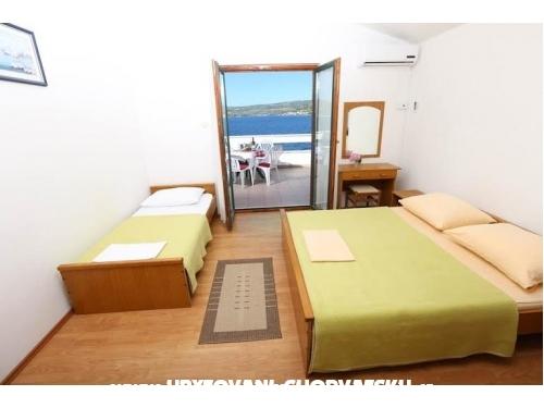 Vinka apartments DIREKT NA PLAŽI - Rogoznica Chorvátsko
