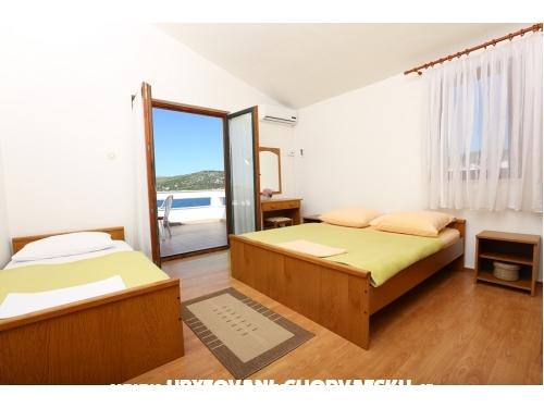 Vinka apartments DIREKT NA PLA�I - Rogoznica Хорватия