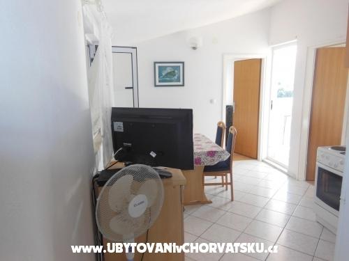 Appartements Petra - ostrov Šolta Kroatien