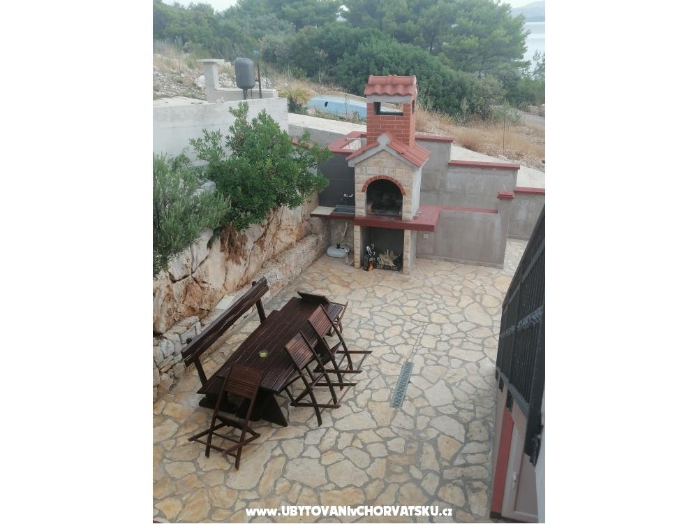 Lipa kuca - ostrov Šolta Kroatien