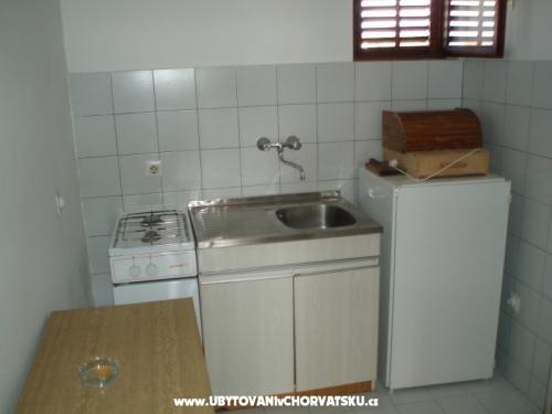 Apartmay pokoje Urlić - Sreser Hrvaška