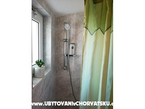 Apartmaji Brković - Sukošan Hrvaška