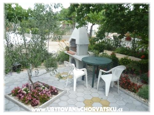 Apartmaji Grginović - Sukošan Hrvaška