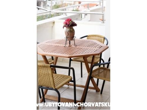 Apartmaji Cosic - Sukošan Hrvaška