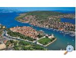 LAURA, 110 m2 pool, 100 m to beach - Trogir Chorvatsko