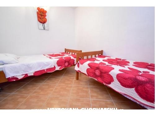 Apartments Ivan Okrug Gornji - Trogir Croatia