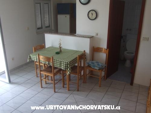 Apartmaji Branko 9.7-16.7.2016.FRE - Trogir Hrvaška
