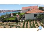 Trogir House Petar & Apartment for 2 perso