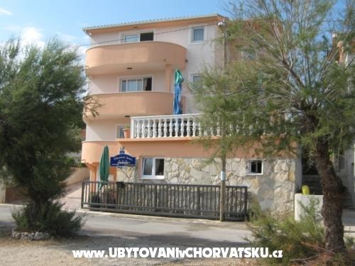 Marinovi Dvori - Trogir Horvátország