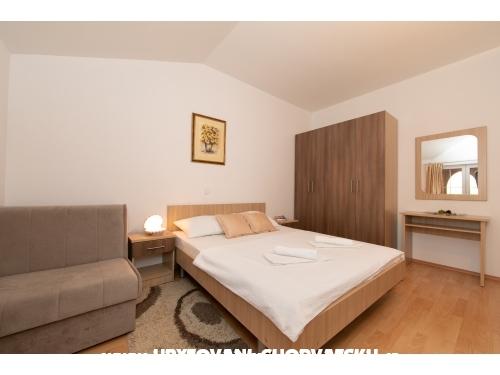 Apartmaji Šimović - Tučepi Hrvaška