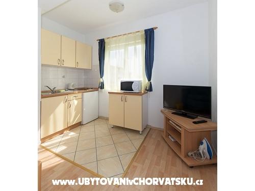 Apartmani Svjetlana i Ivo Mravičić - Tučepi Hrvatska
