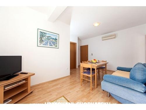 Apartmaji Svjetlana i Ivo Mravičić - Tučepi Hrvaška