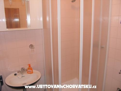 Apartmaji Benito - Tučepi Hrvaška