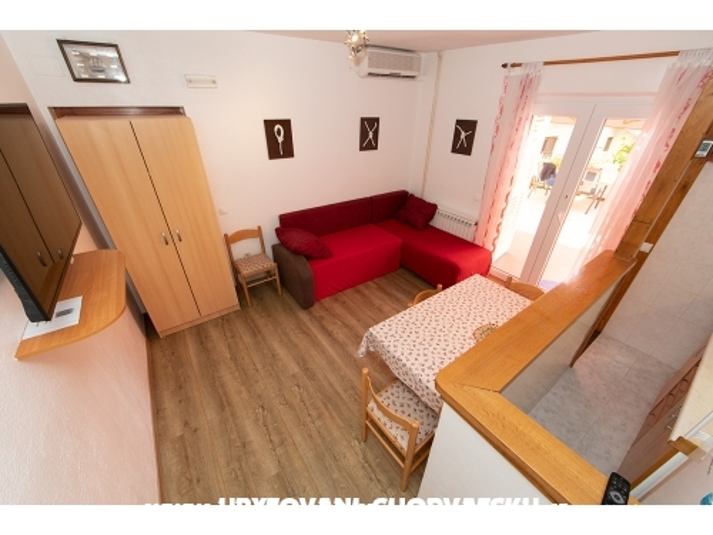 Apartmaji Nada - Tučepi Hrvaška