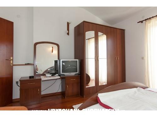 Apartmaji Ozrenka - Tučepi Hrvaška