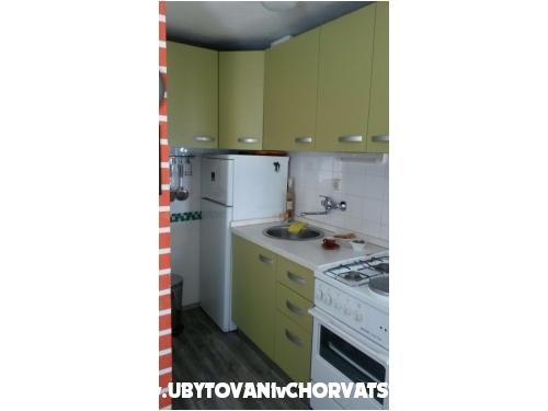 Apartmaji Zorica - Tučepi Hrvaška