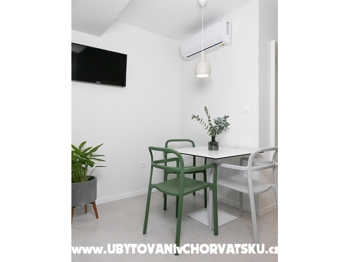 Apartmaji 18 & AP Ivana - Tučepi Hrvaška