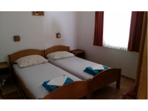 Apartmanok ENA - ostrov Ugljan Horvátország
