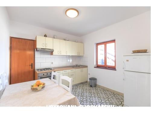 Apartm�ny Mira Grdovic - ostrov Ugljan Chorv�tsko