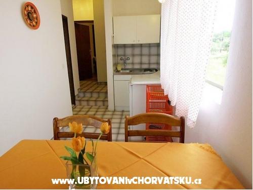 Apatmani ANA - ostrov Ugljan Kroatien