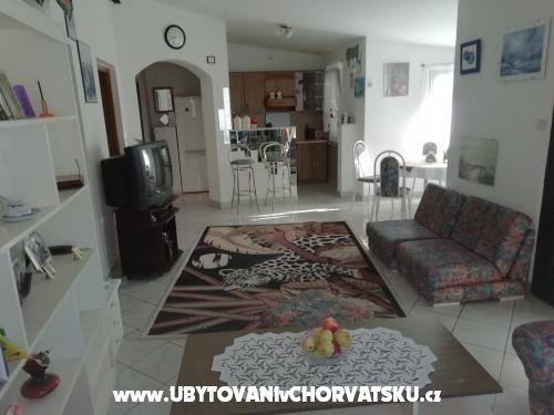 Apartmaji Larus **** 90 m2 - ostrov Vir Hrvaška