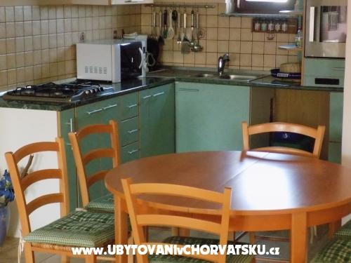 Apartments Karolina - ostrov Vir Croatia