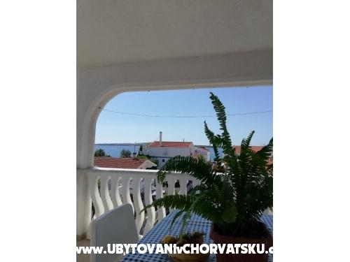 Apartmani Dervić Isma - ostrov Vir Hrvatska