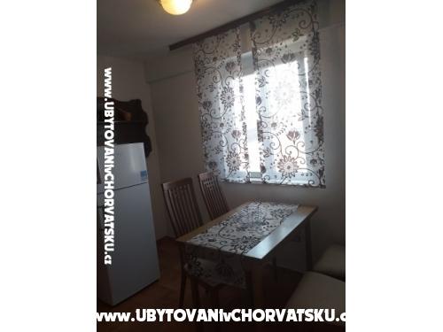 Apartmaji Marjanović - ostrov Vir Hrvaška