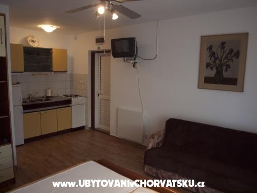 Apartmaji Štefanija - ostrov Vir Hrvaška