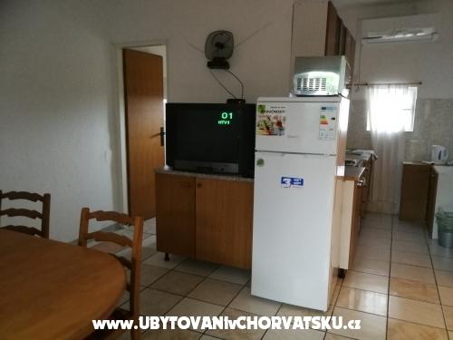 Apartmaji - ostrov Vir Hrvaška