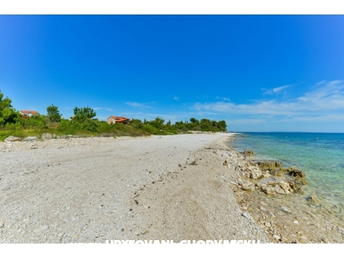 Crowonder Luxury Vir - ostrov Vir Hrvaška
