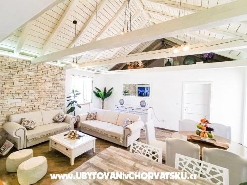 Dom wakacyjny Diana +pool+jacuzzi - ostrov Vir Chorwacja