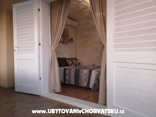Villa mama Mica - ostrov Vir Hrvaška