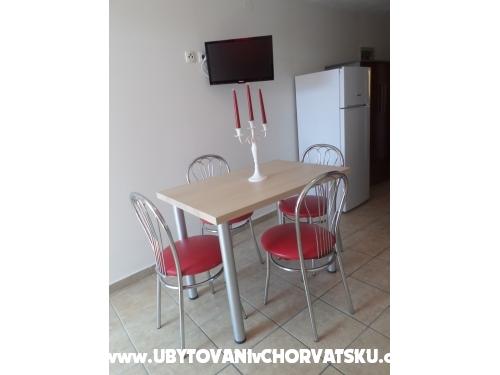 Apartmanok Bisserka - Vodice Horvátország