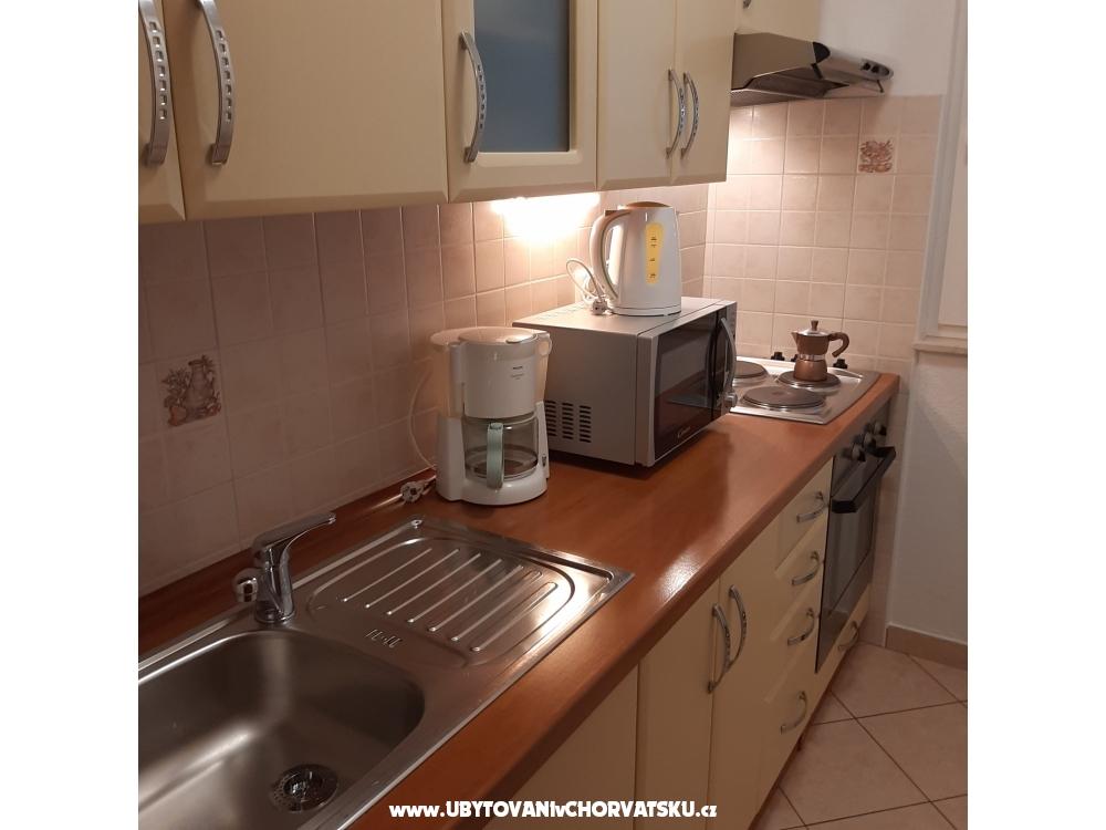 Apartmanok Duzelovi dvori - Vodice Horvátország