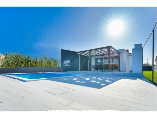 Crowonder Villa Nina - Zadar Croatia